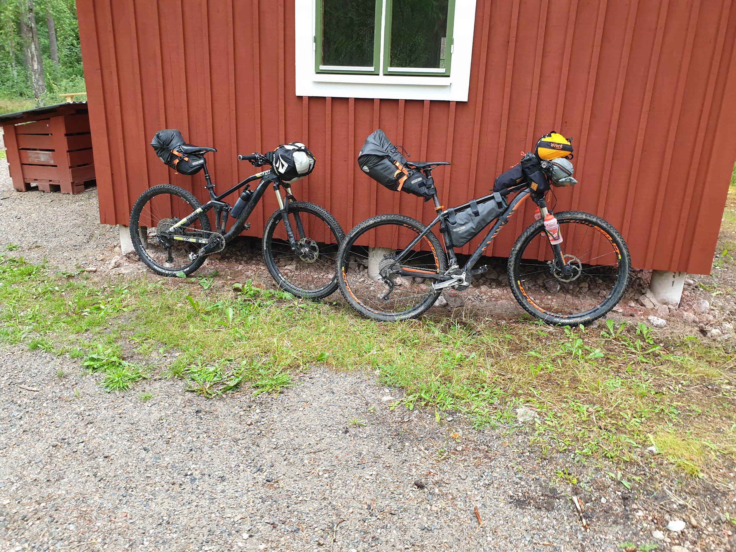 Raststuga nära Högbo, åt sen lunch här.