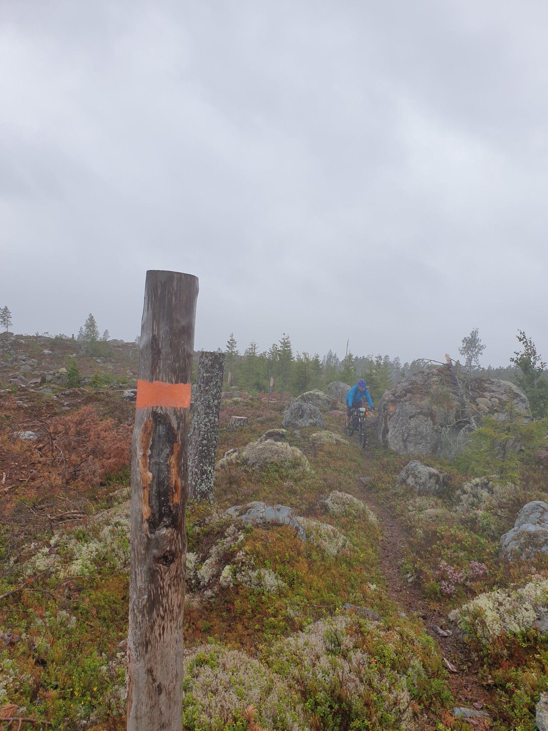 Stenig stig till vindskydd