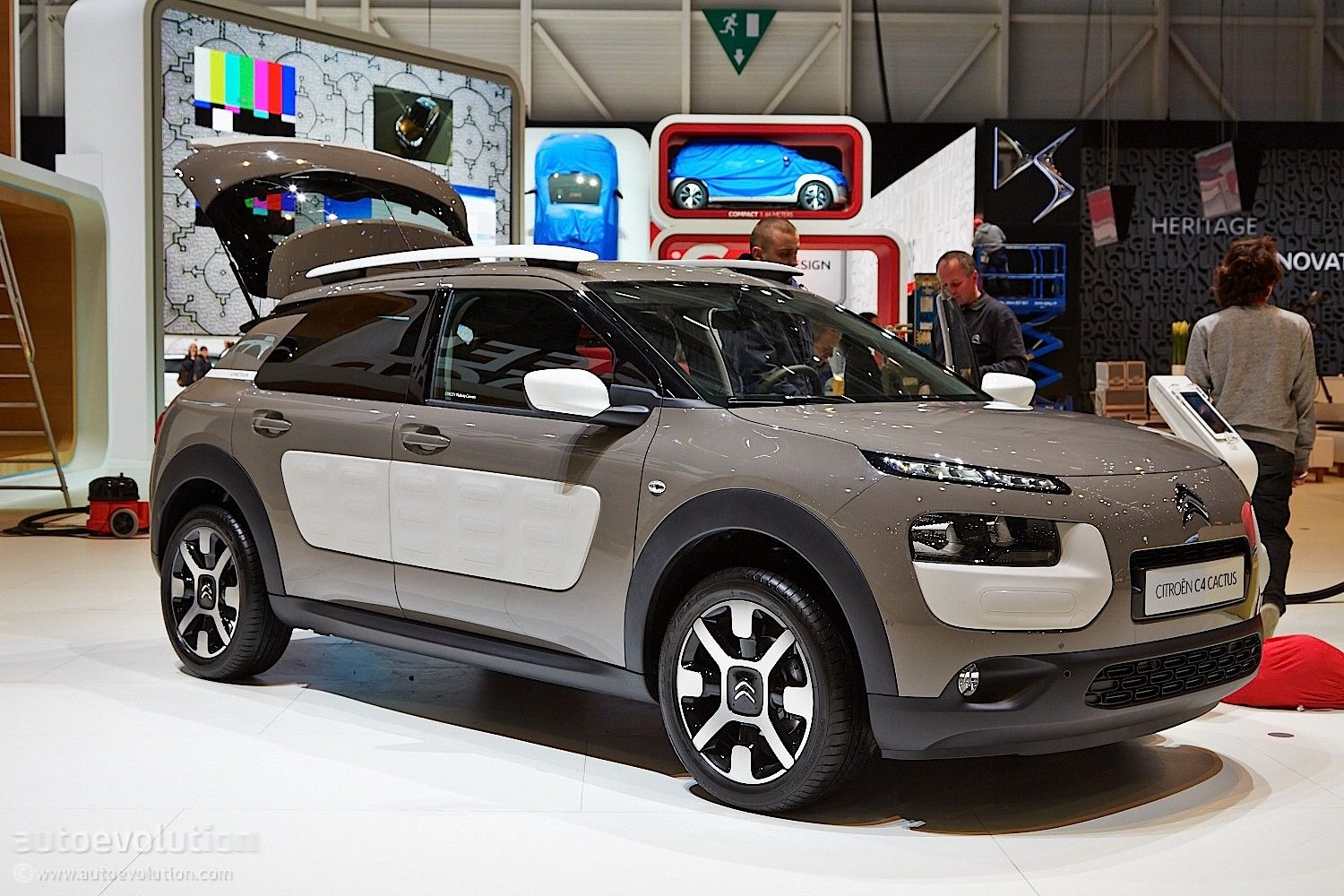 citroen-c4-cactus-makes-world-debut-at-geneva-show-live-photos_4.jpg