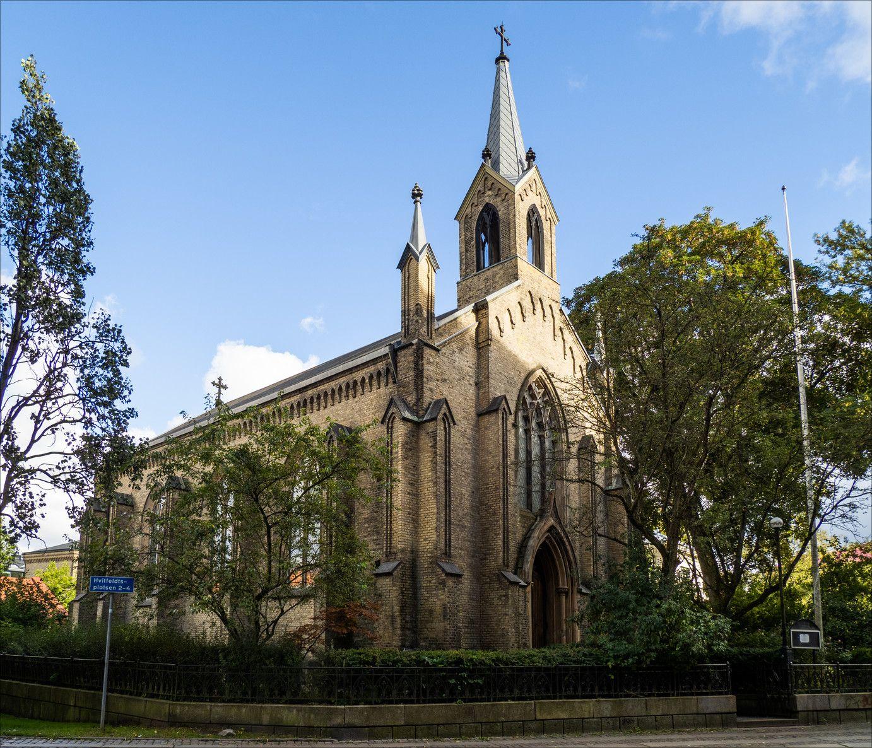 Engelska Kyrkan - Saint Andrew's Church.jpg