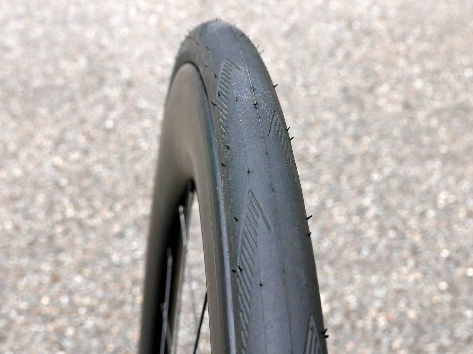 Hunt-Super-Wide-Carbon-Aero-Disc-all-road-wheels_wider-rim-profile.jpg