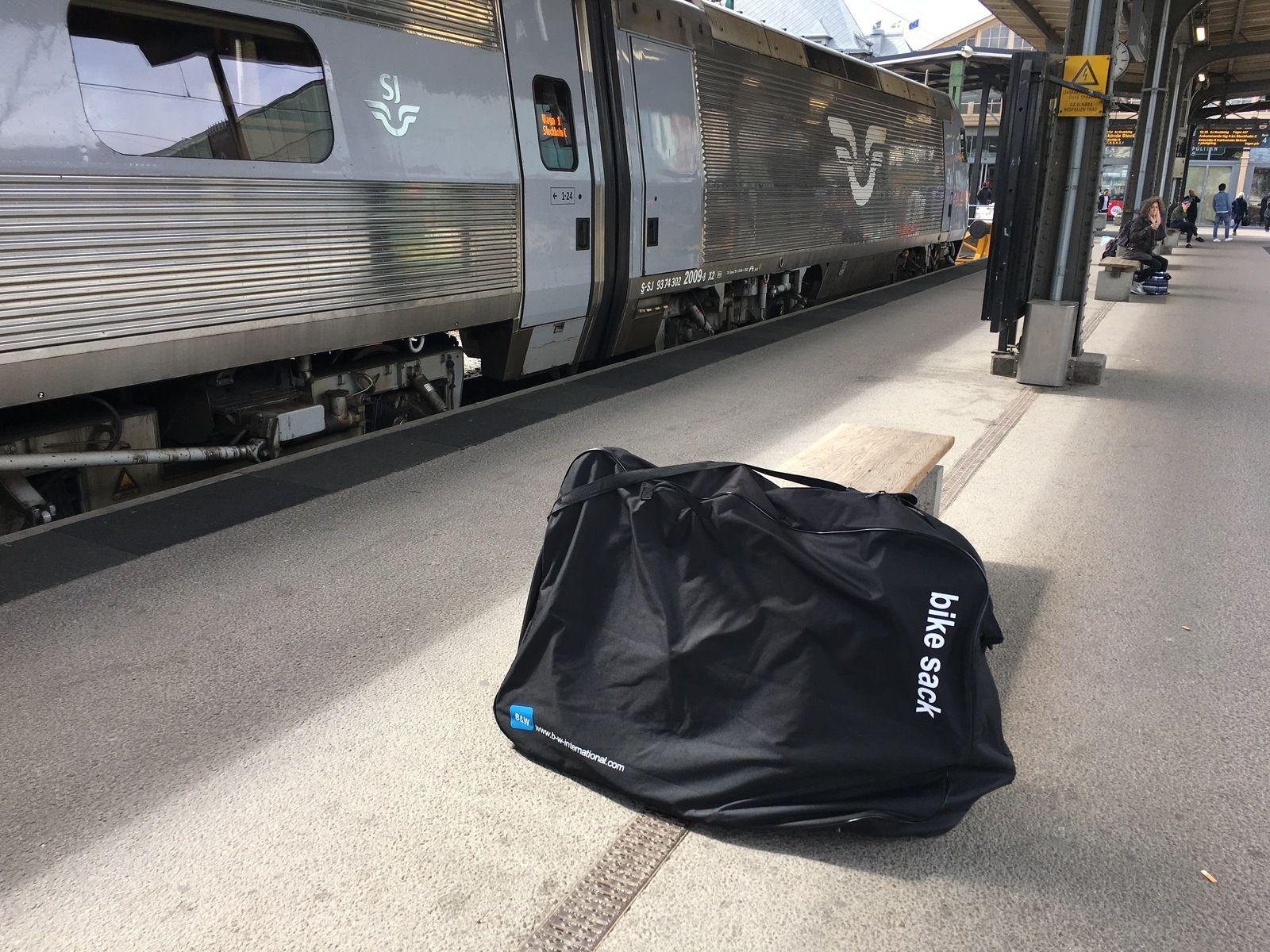 vart ställer man väska tåg