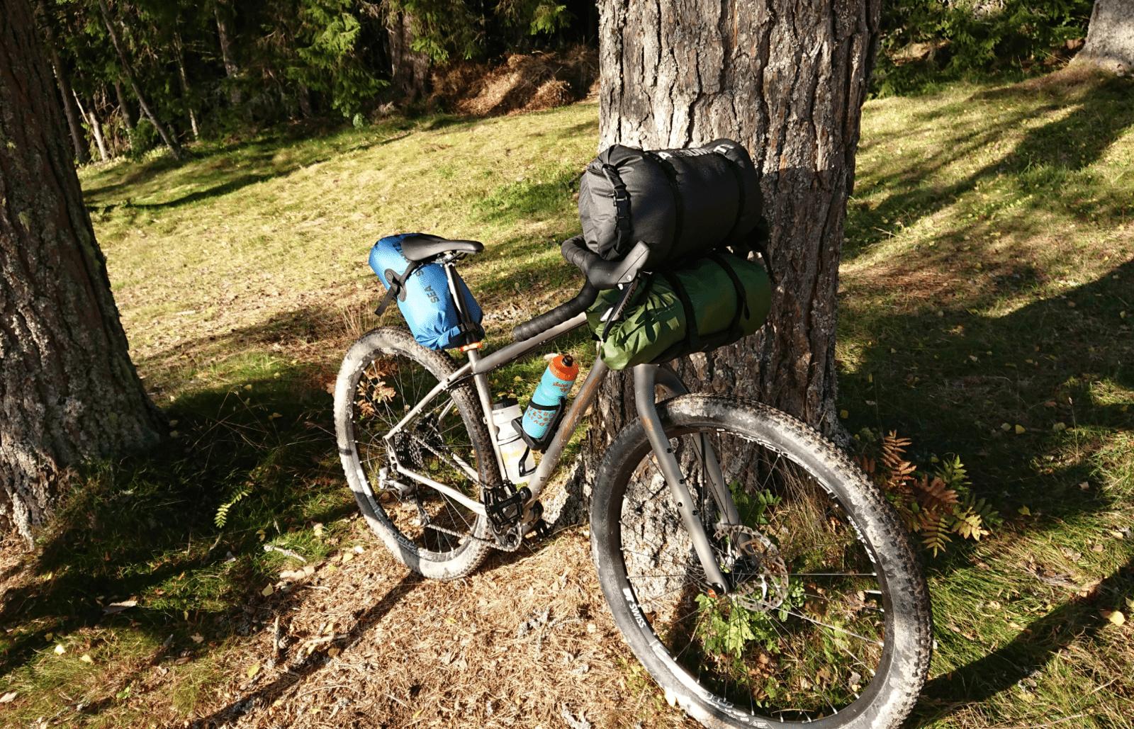 cykla med tält och sovsäck utan cykelvagn