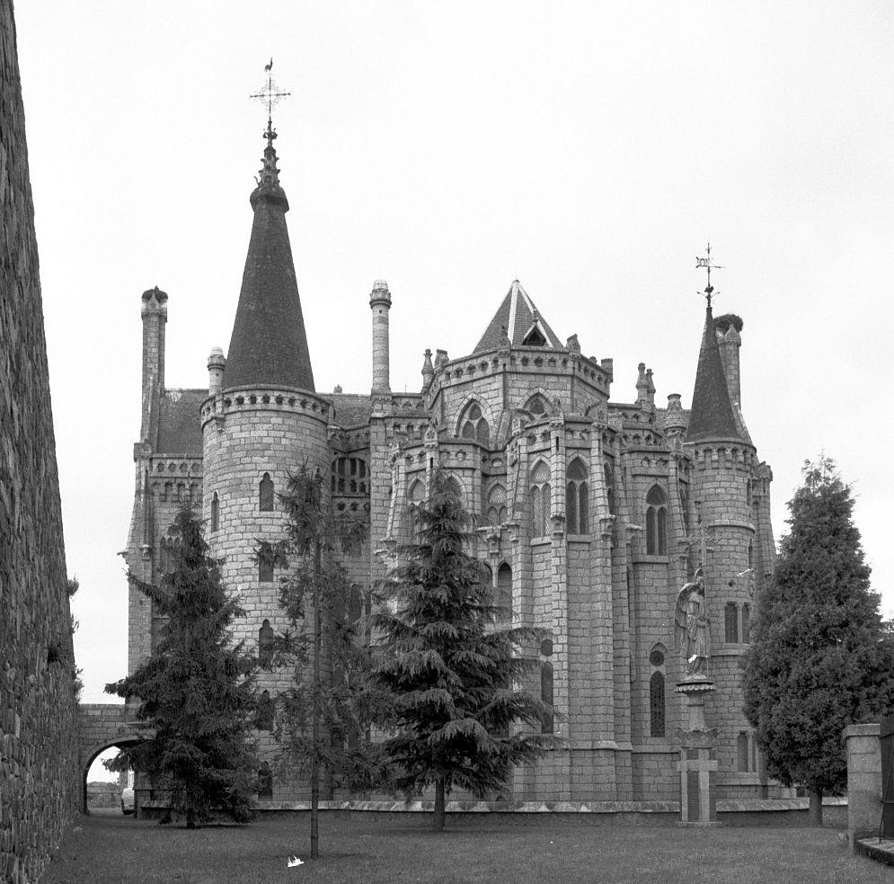Palacio Episcopal d'Estorga.jpg