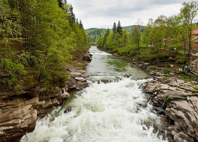 prut-flod-i-yaremche-carpathians-ukraina-65384663.jpg