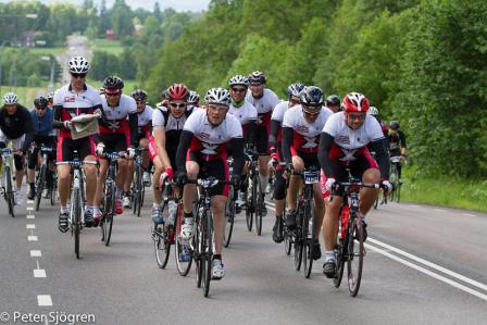 Billy och Team X-Racing cyklar Vätternrundan med stil.. Foto: Peter Sjögren