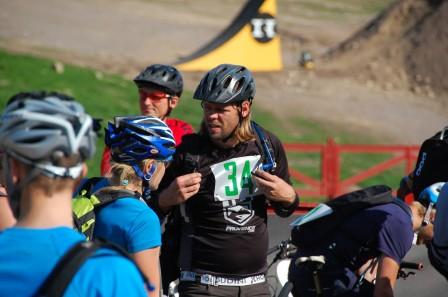 Jomper snackar taktik med Kristin före start. Foto: Malin Liljehammar