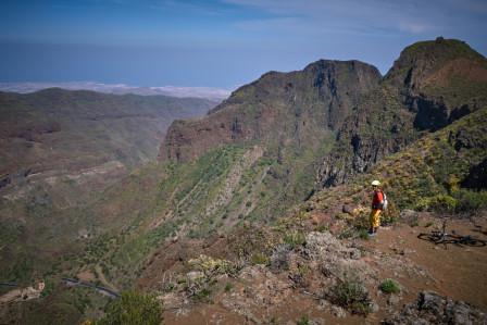 Marran ser ut över dalen som huserar byn Guayadeque