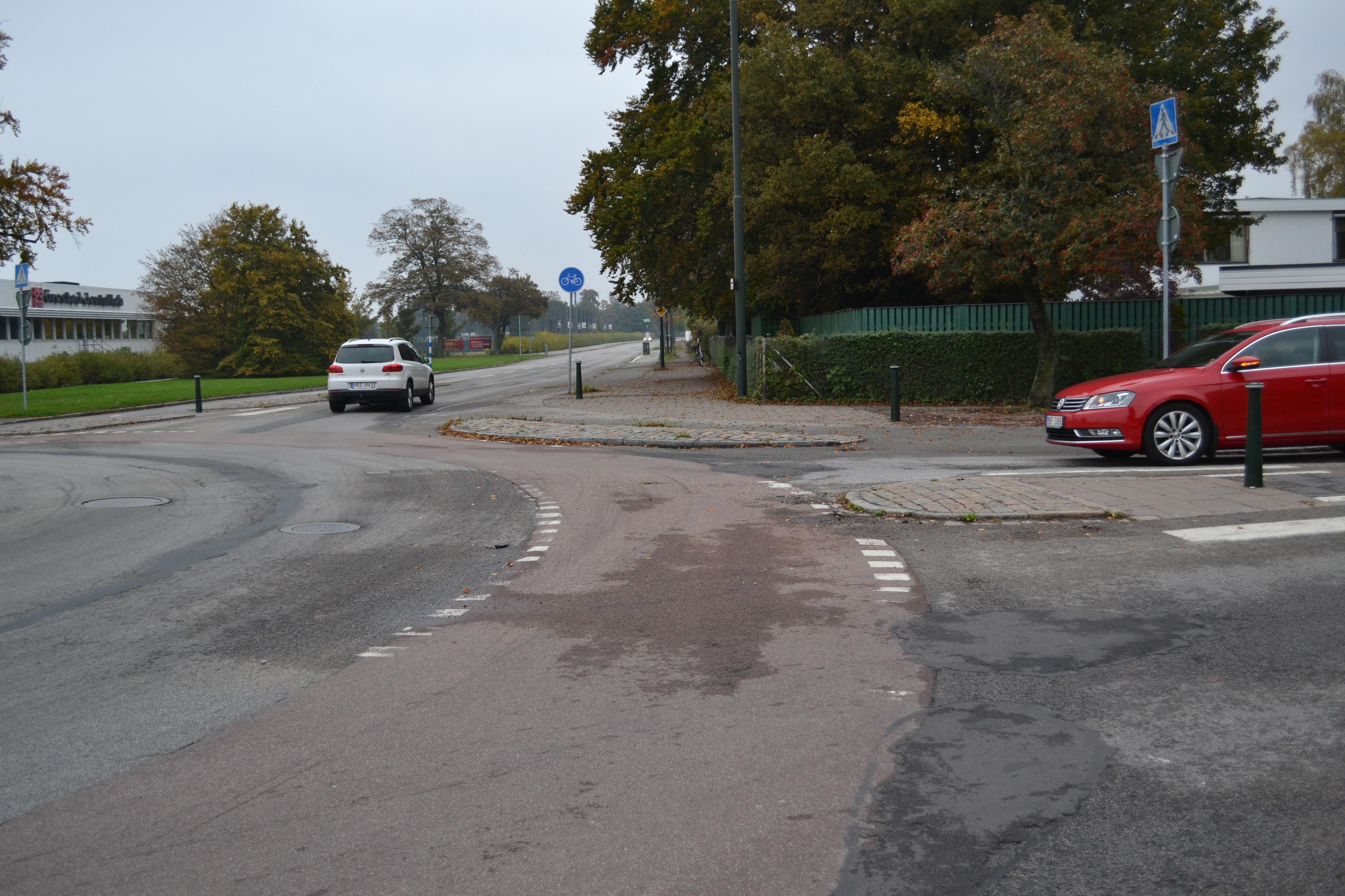 Cykelfält i cirkulationsplats