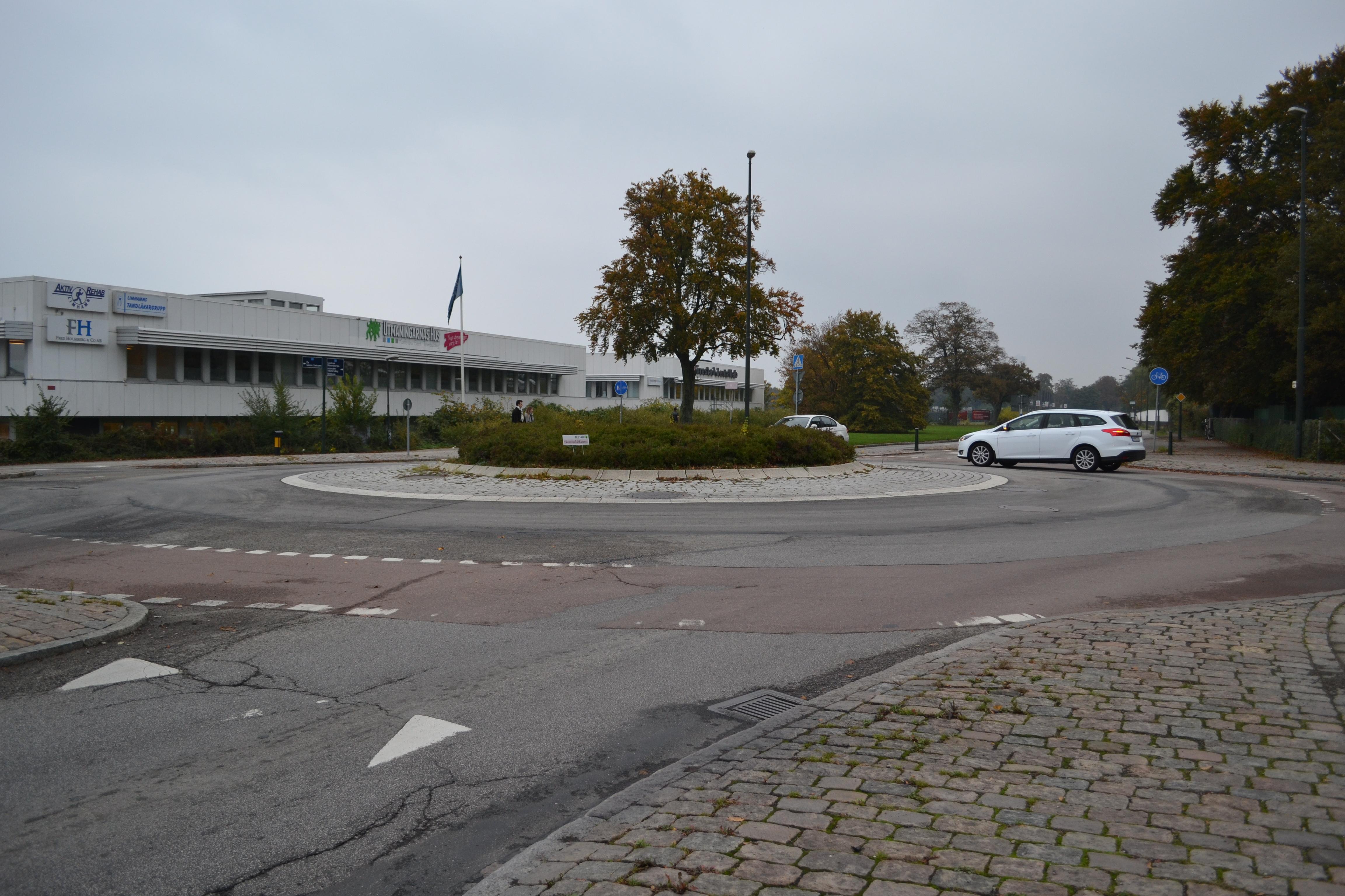 Cykelfält inne i cirkulationsplats