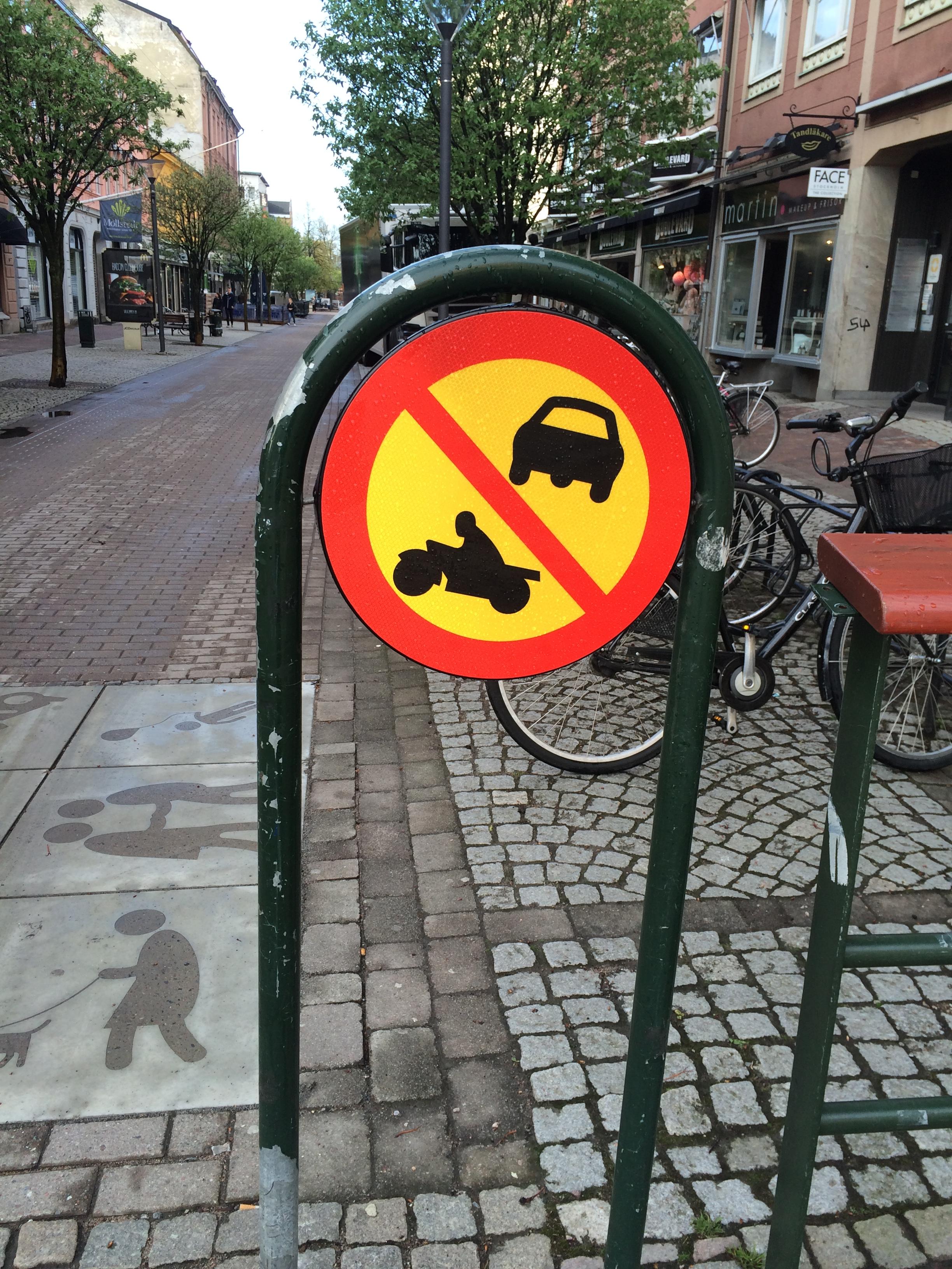 C3 Förbud mot trafik med motordrivet fordon än moped klass II
