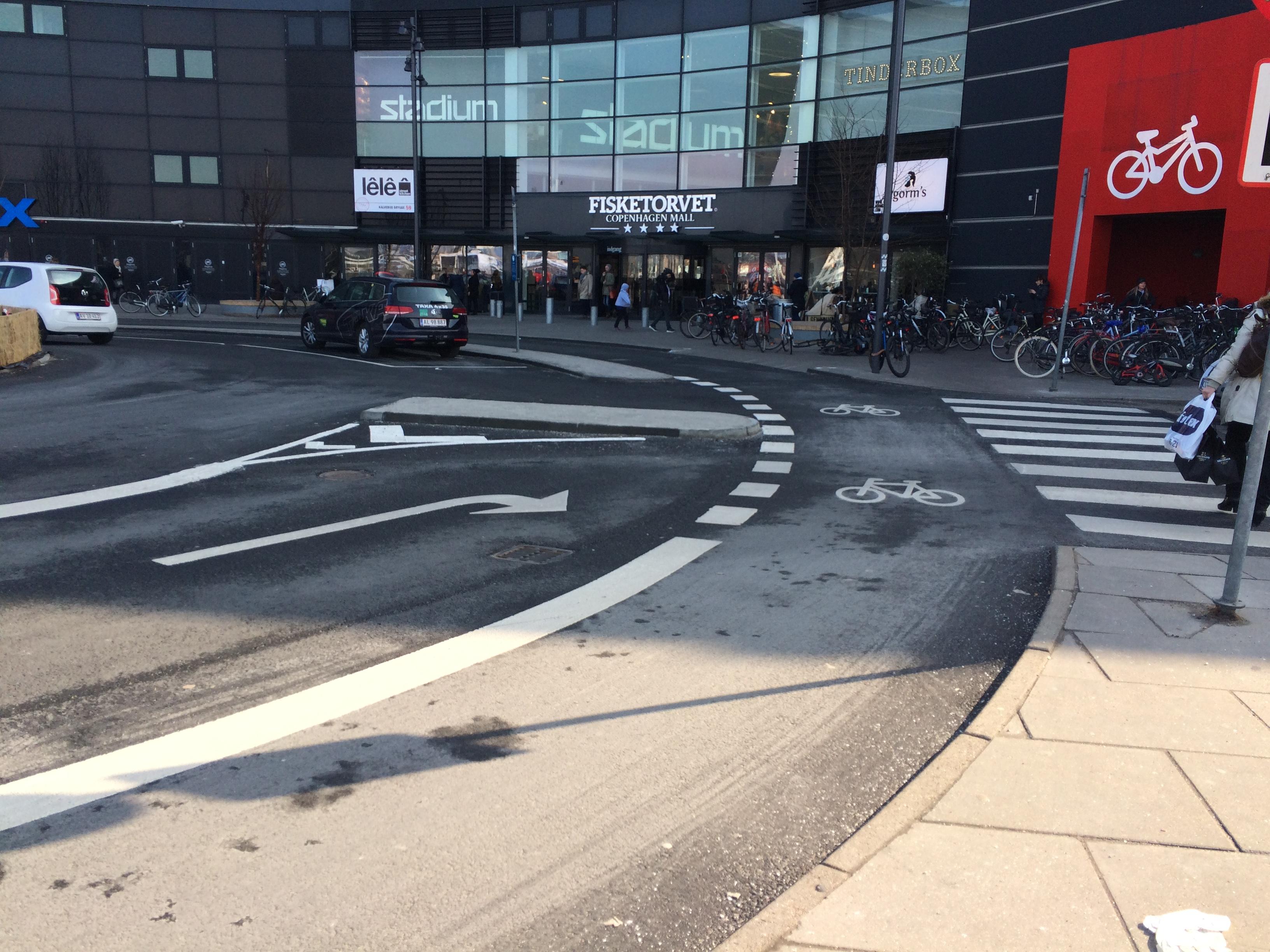 Cirkulationsplats vid Fisketorvet i Köpenhamn