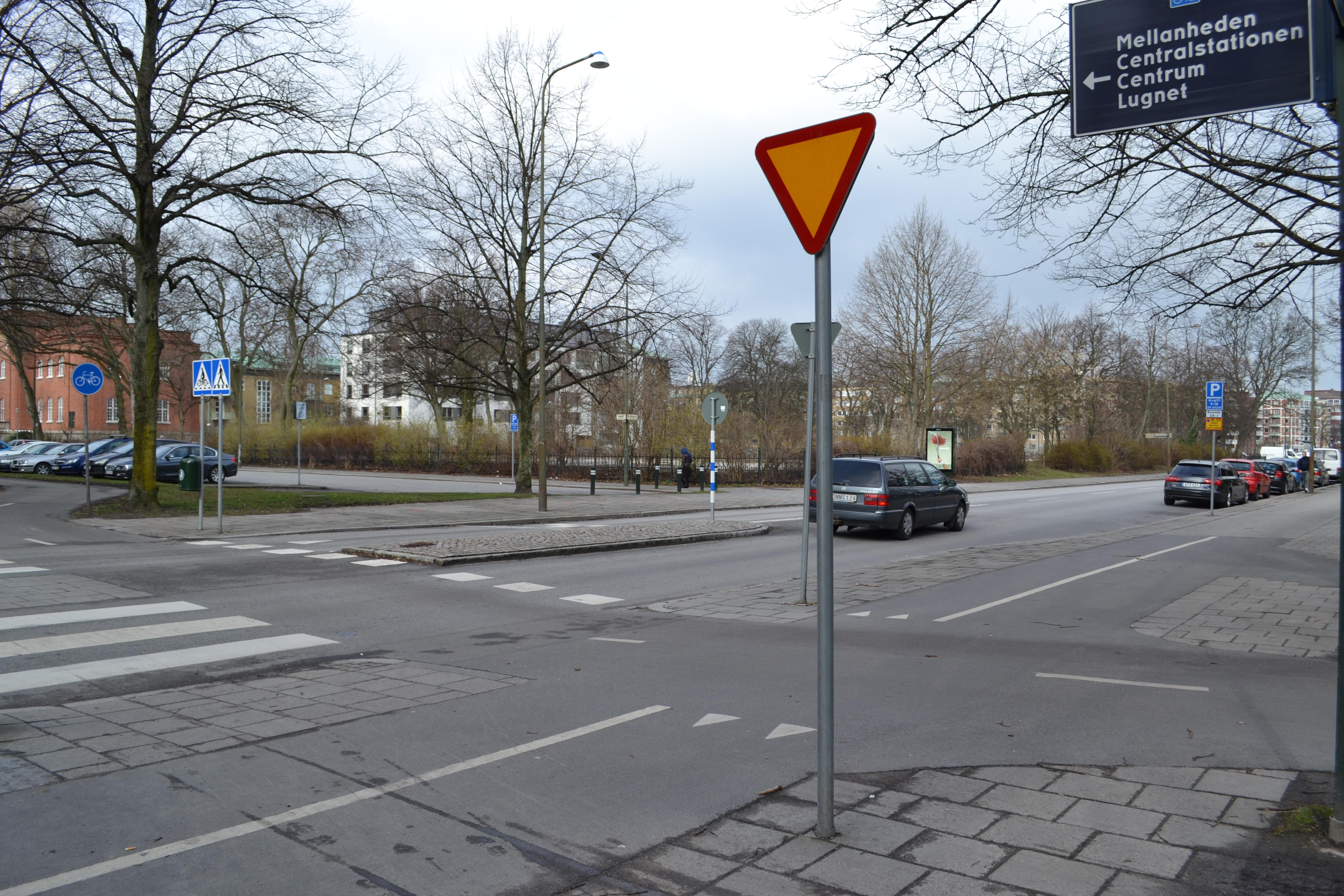Väjningsplikt på cykelbanan i anknytning till cykelöverfart