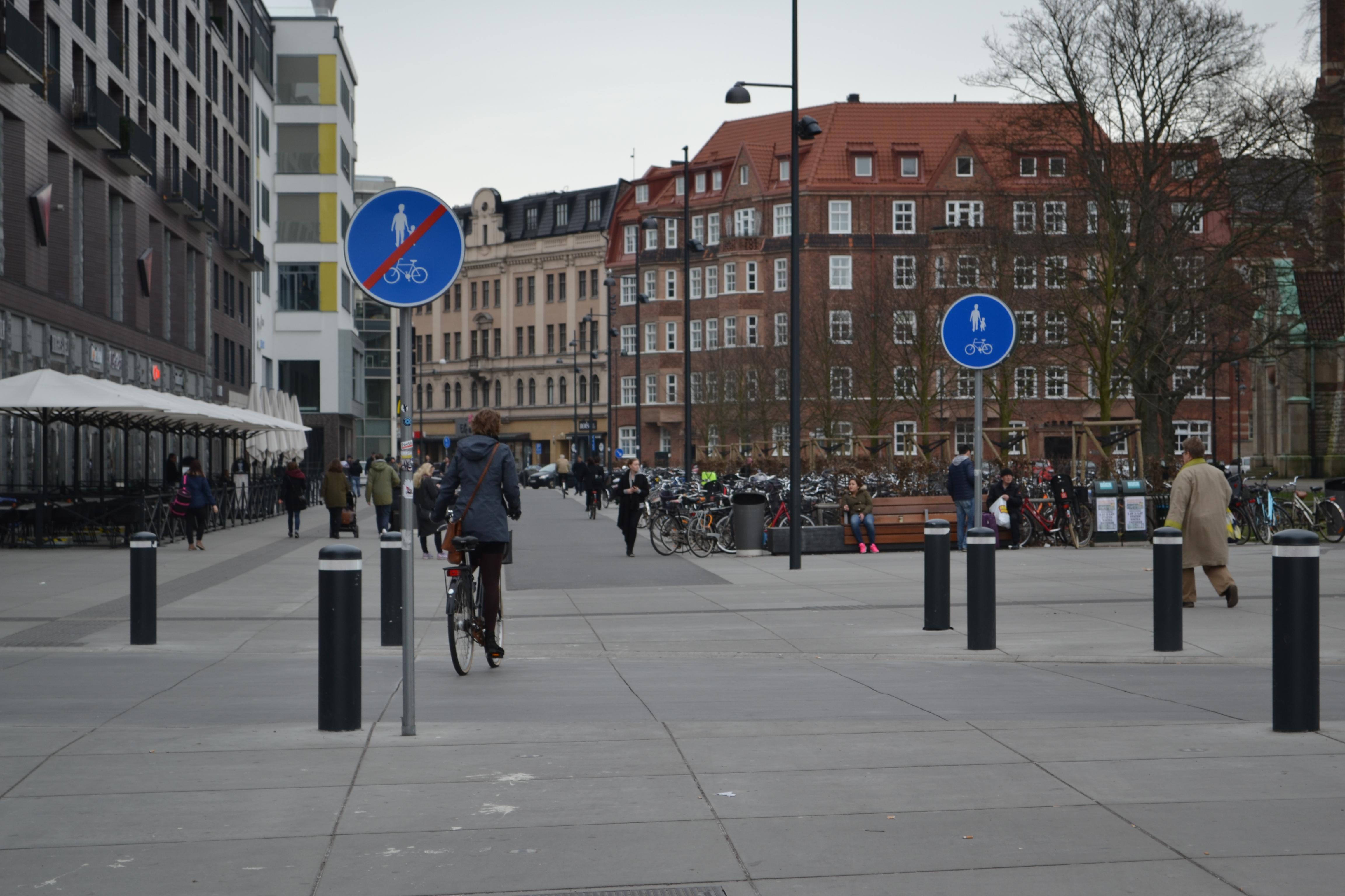Cyklist tvingades bryta efter fall