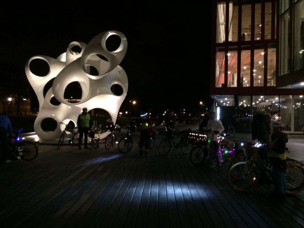 Vid Malmö Live ut mot kanalen, har det arbetats med effektbelysning.