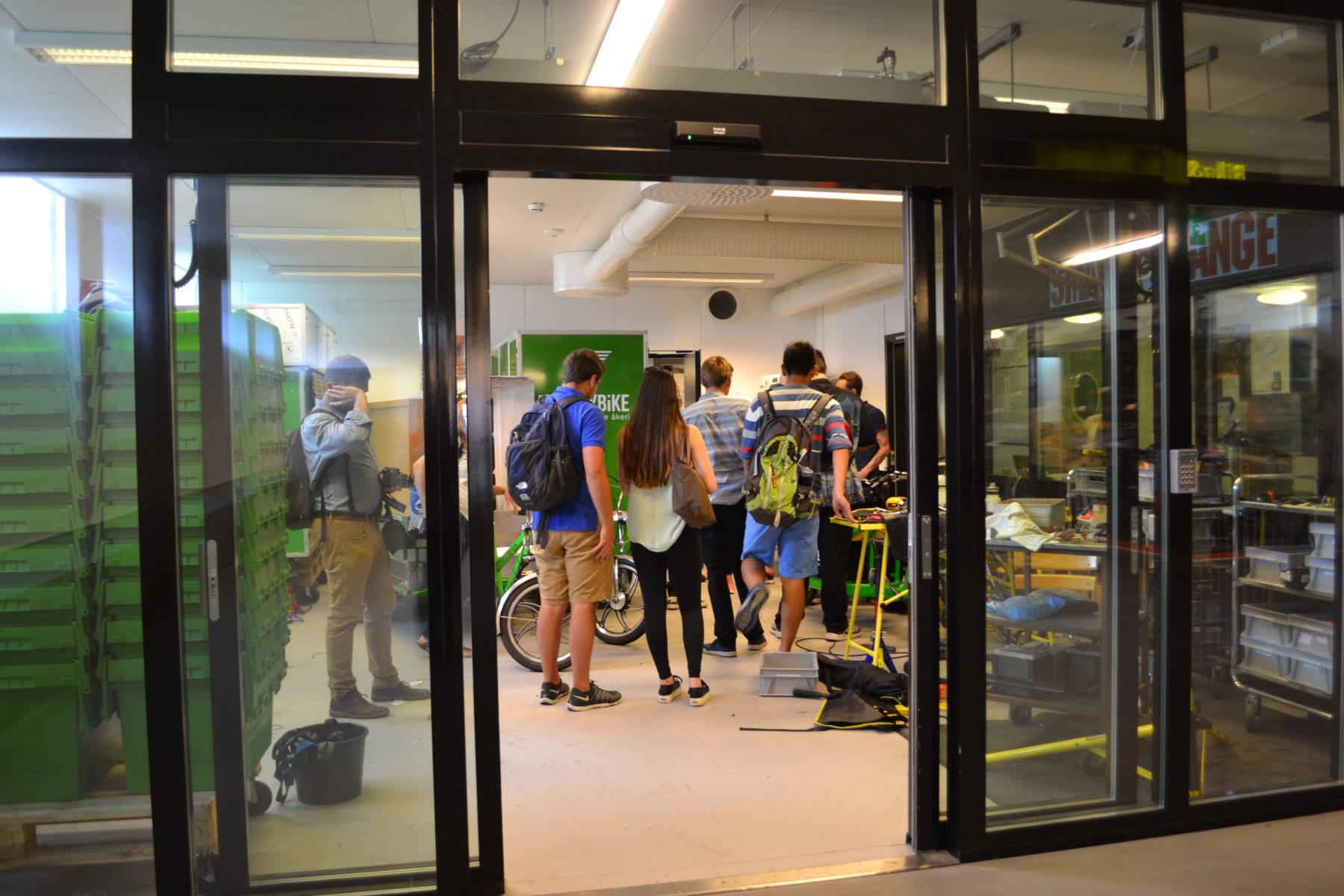 Elever från 2015 års grupp besökte också MoveByBike